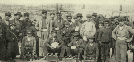 main_a-piraeus-loustroi-showing-their-license-1910